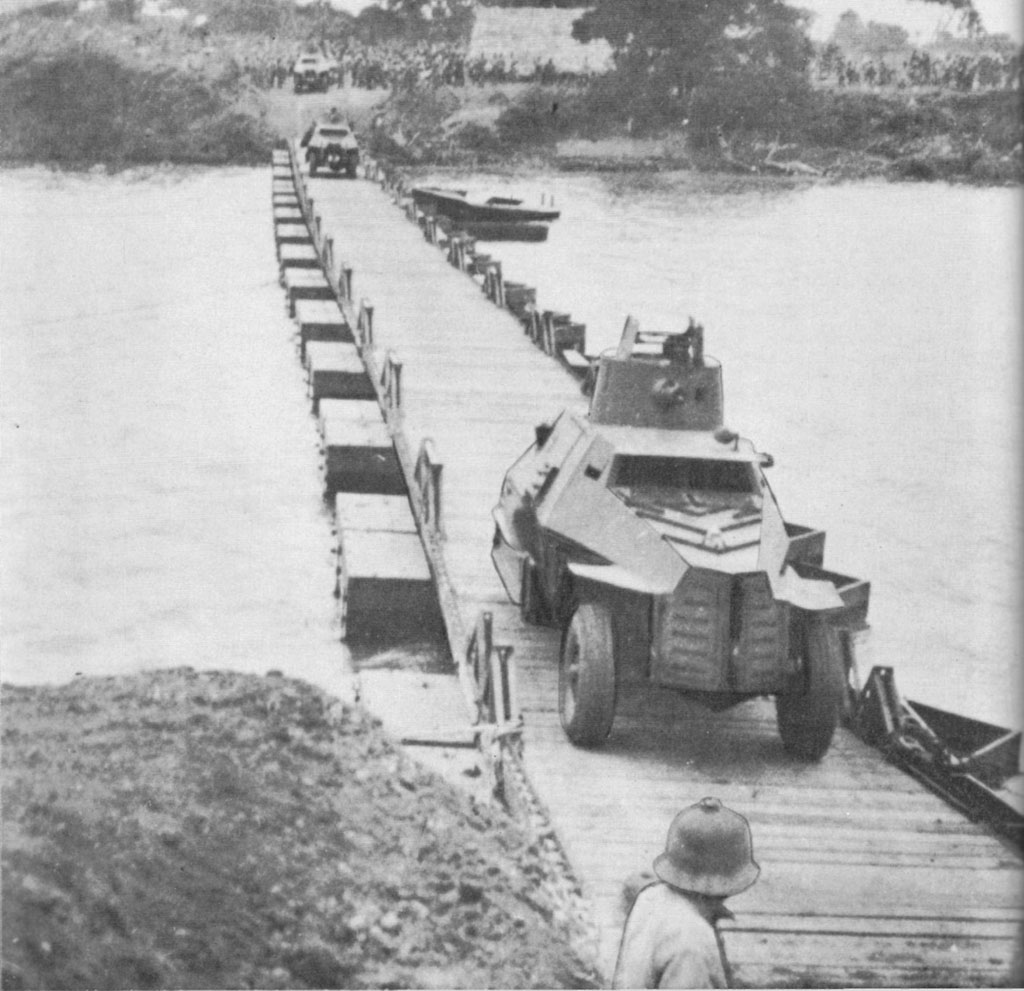 South African armoured cars cross the Juba River over Union Bridge at Yonte 01