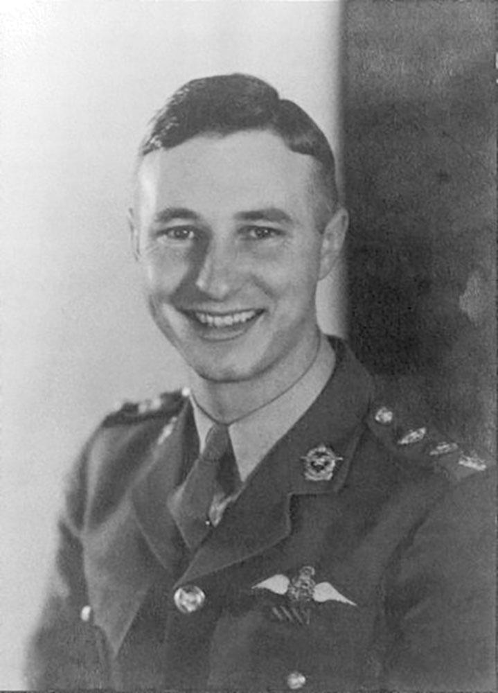 Aircrew SAAF 40Sqn pilot Ian Sturgeon as Captain and DFC 1943 01