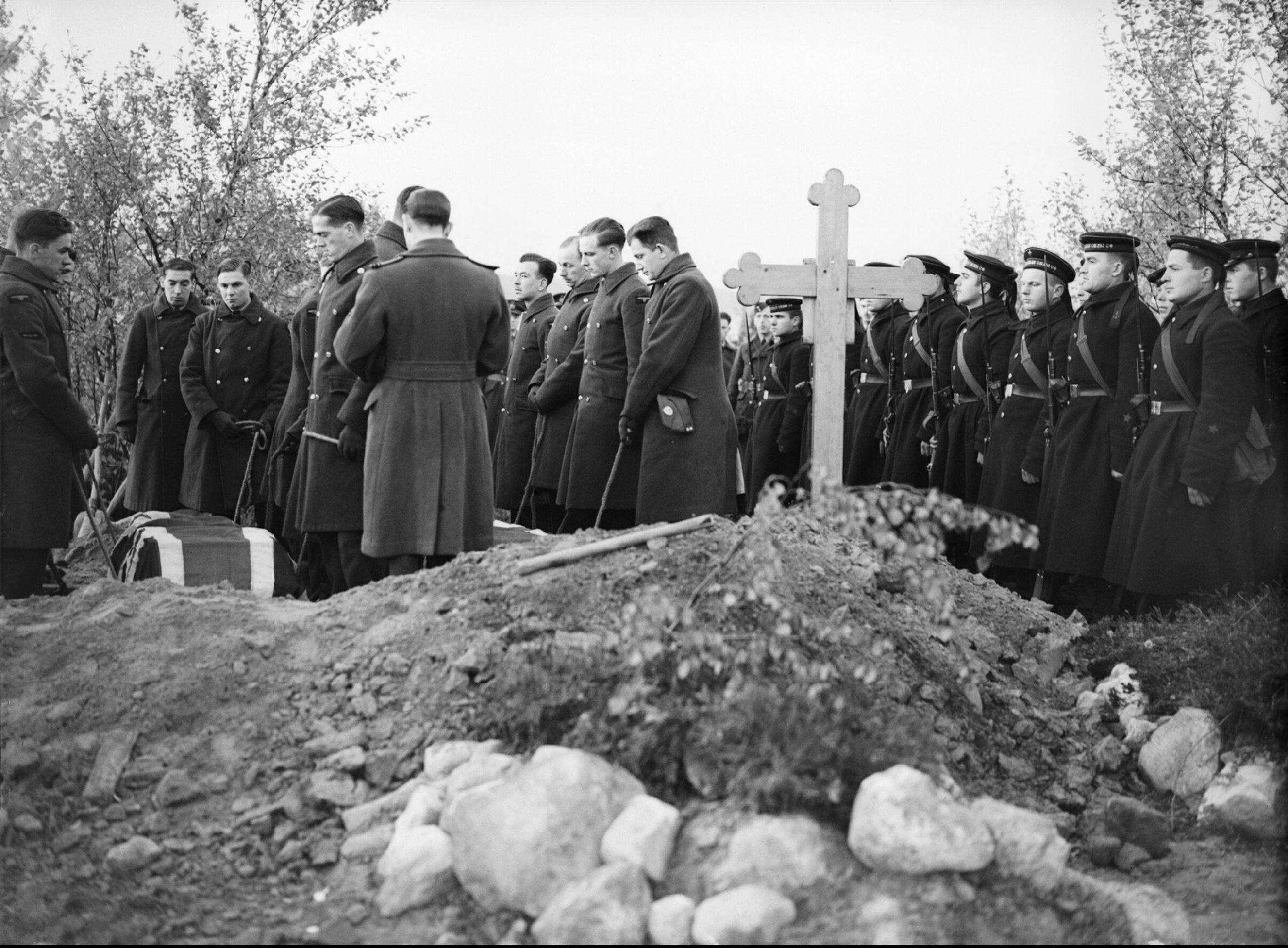 Aircrew from RAF 151 Wing conduct a funeral service Vaenga USSR 1941 IWM CR63