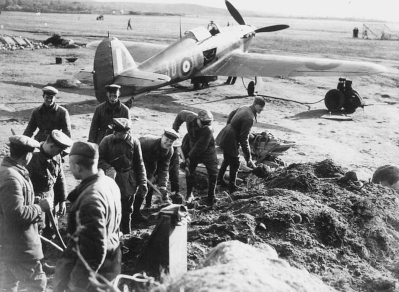 Hurricane IIb Trop RAF 151 Wing 134Sqn GY30 Capt Jack Ross Z3763 Vaenga airfield 02