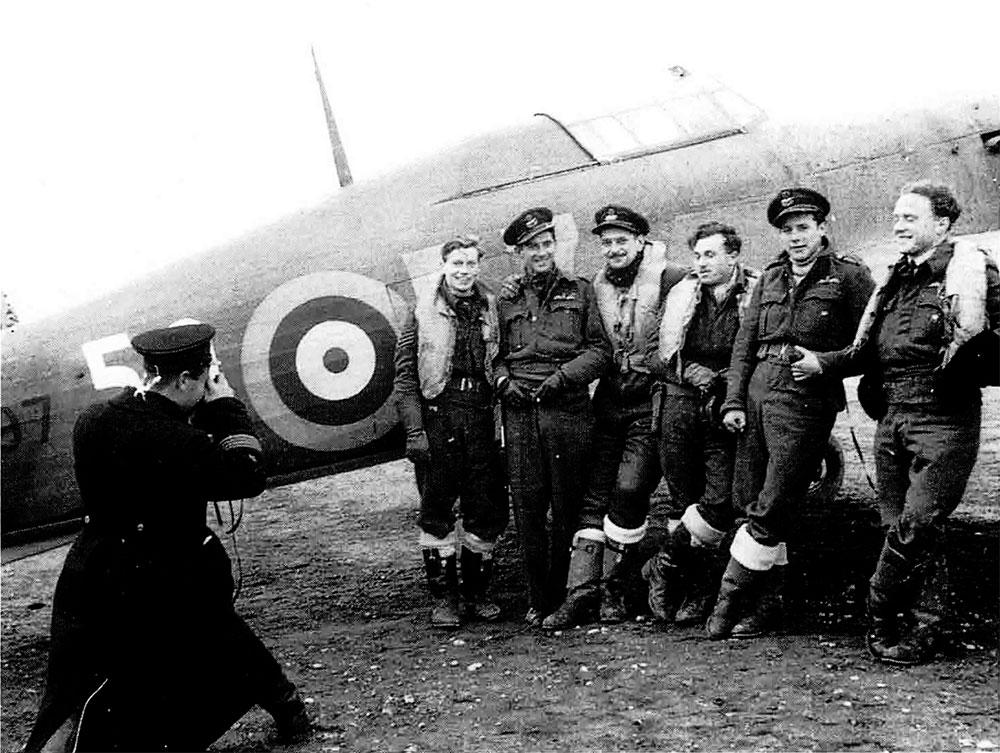 Hurricane IIb Trop RAF 151 Wing 81Sqn Fx5x BD697 Vaenga Sep 1941 01