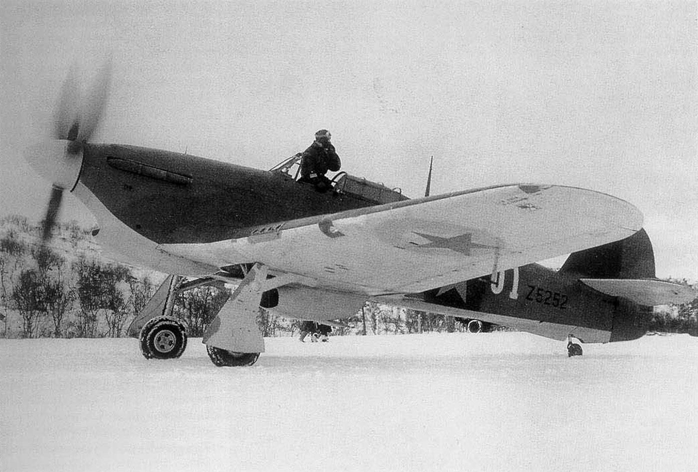 Hurricane IIb Trop USSR 78IAP Northern Fleet White 01 Gen AA Kuznetsov RAF Z5252 Vaenga Sep 1941 01