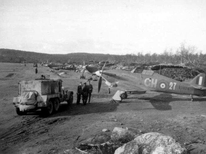 Hurricane IIc RAF 151 Wing 134Sqn GH27 Z6825 Vaenga USSR Oct 1941 01