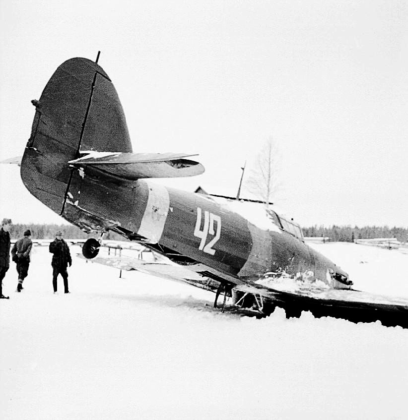 Hurricane II USSR 152IAP W42 Z2585 force landed  Tuoppajarvi and captured by Finnish forces 18th Feb 1942 02