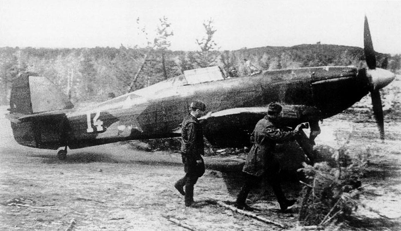 Hurricane IIb USSR Northern Fleet White 14 May June 1942 01