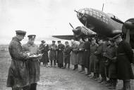 Asisbiz Aircrew Soviet 5GMTAP or 5th Guards mine torpedo air regiment crew briefing 1943 01