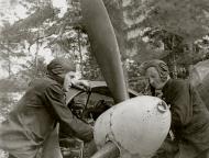 Asisbiz Ilyushin IL 4 1GMTAP with Capt I Shamanov supervising maintenance Soviet Finnish front Aug 1943 01