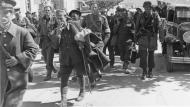 Asisbiz German paratroopers esort captured British soldiers after the Battle for Crete May 1941 ebay 02