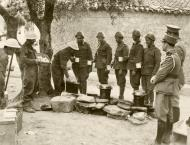 Asisbiz Greek and British soldiers enjoy a cup of tea IWM E1170
