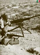 Asisbiz Italian marines machine gun team takes position after landing at Sitia Crete 27th May 1941 01