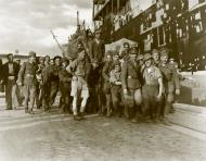 Asisbiz MV Brisbane Star delivers supplies to Crete as troops help move artillery Nov 1941 IWM E1165