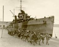 Asisbiz Reinforcing Crete soldiers marching from the warship after disembarking IWM E1166