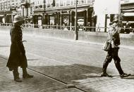 Asisbiz Dutch negotiator carrys a white flag moves toward the German positions Noordereiland 14th May 1940 Bund 01