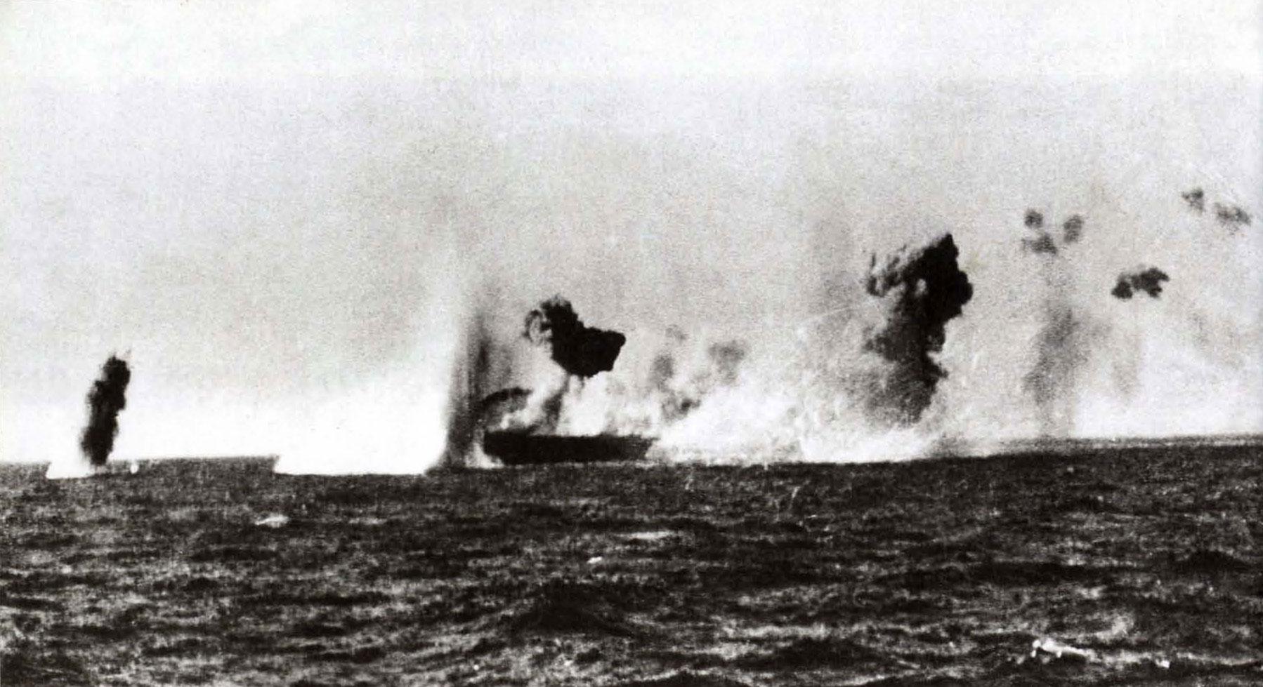 Naval-targets-hit-by-Stukas-attacking-HMS-Illustrious-160km-from-Malta-1941-01.jpg