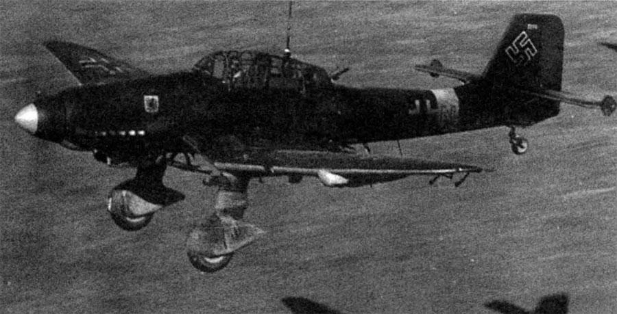 Asisbiz Junkers Ju 87D Stuka NSG2 captured Straubing
