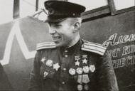 Asisbiz Lavochkin La 7 9GvIAP White 14 Aleksei Alelyukhin with his presentation ac East Prussia Dec 1944 01