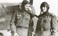 Asisbiz Lavochkin La 7 9GvIAP White 24 Maj Sultan Amet Khan (R) with his wingman Ivan Borisov East Prussia Dec 1944 01