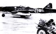 Asisbiz Messerschmitt Me 262A1a Stab II.JG7 Geschwaderkommodore Theo Weissenberger Green 4 Germany 1945 01