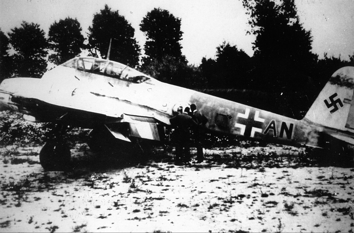 Me 410A Hornisse 5.(F)122 (F6+AN) 1 of 7 captured Me 410s Beldringe Denmark May 1945 01