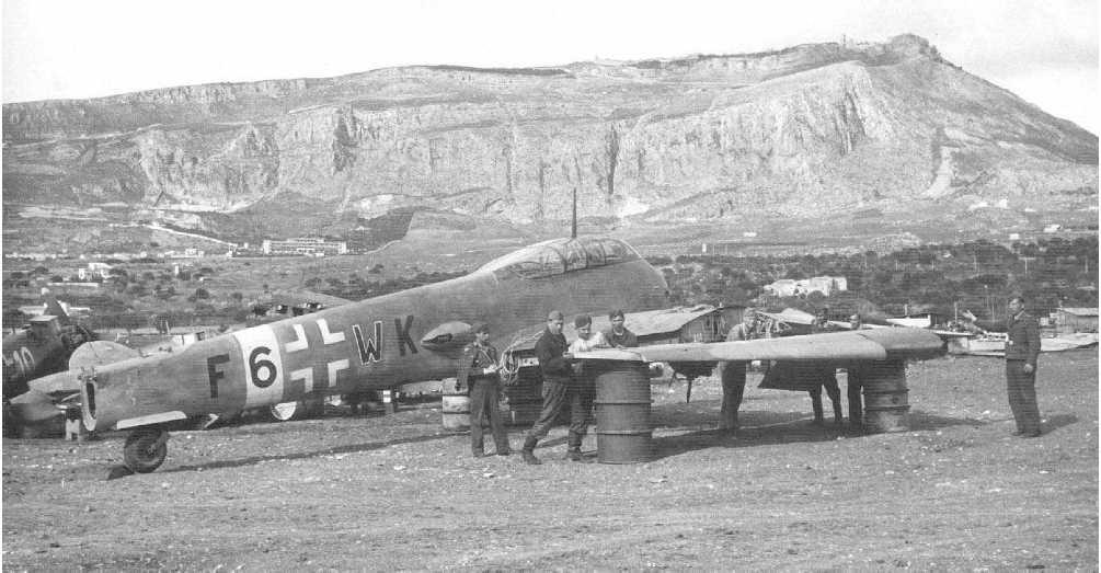 Messerschmitt Me 410A Hornisse 2.(F)122 (F6+WK) Italy 1944 01
