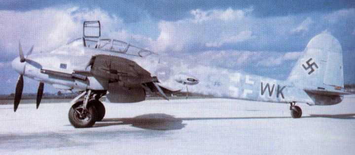 Messerschmitt Me 410A Hornisse 2.(F)122 (F6+WK) captured Italy 1944 01