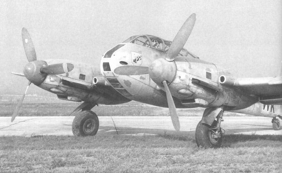 Messerschmitt Me 410A Hornisse 2.(F)122 (F6+WK) captured Italy 1944 05