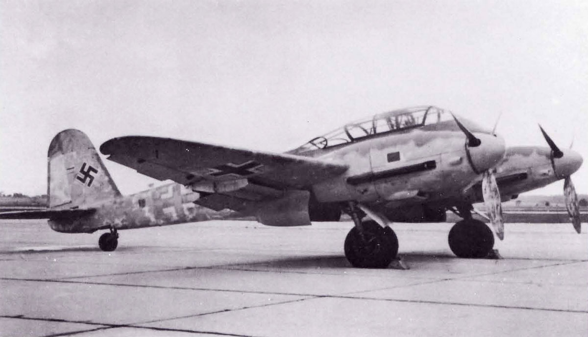 Messerschmitt Me 410A Hornisse 2.(F)122 (F6+WK) captured Italy 1944 06