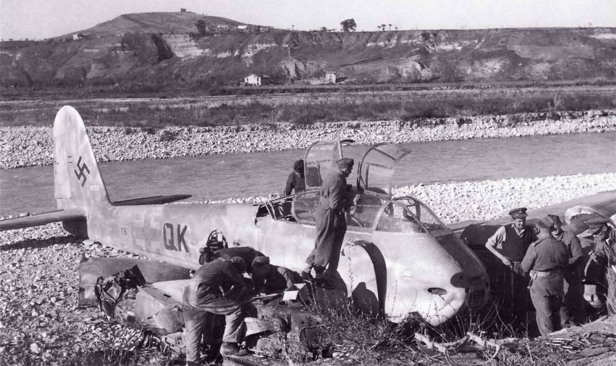 Messerschmitt Me 410A3 Hornisse 2.(F)122 (F6+QK) crash landing Italy 1943