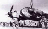 Asisbiz Messerschmitt Me 410A3 Hornisse 2.(F)122 (F6+QK) crash landing Italy 1943 02