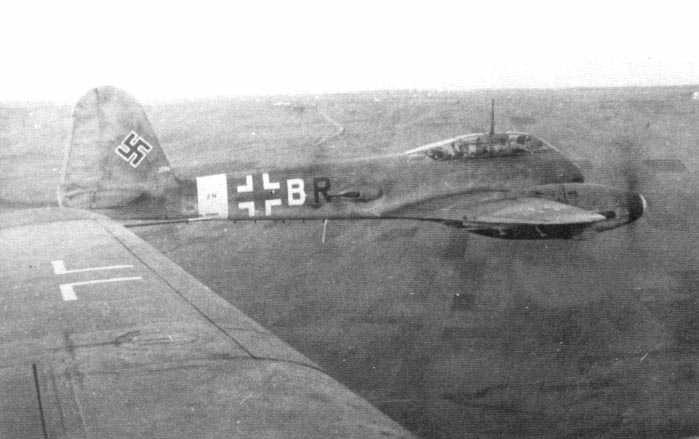 Messerschmitt Me 410A Hornisse 7.KG1 (2N+BR) Sicily 1943 01