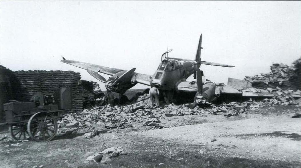 Messerschmitt Me 410A Hornisse 9.KG1 (2N+LT) Sicily 1943 06