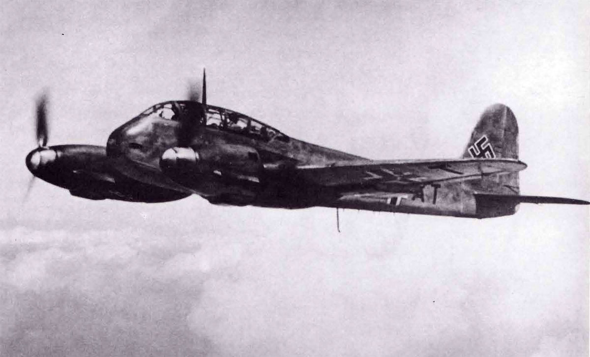 Messerschmitt Me 210A1 Hornisse Stkz VN+AT WNr 210182 in flight 1942 02