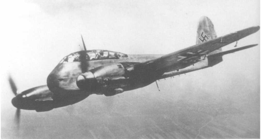 Messerschmitt Me 210A1 Hornisse Stkz VN+AT WNr 210182 in flight 1942 03