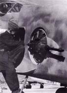 Asisbiz Messerschmitt Me 210A1 Hornisse Stkz VN+AD lateral gun barbette FDSL B 131 01