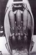 Asisbiz Messerschmitt Me 210A1 Hornisse weapons six SC50 bombs 01