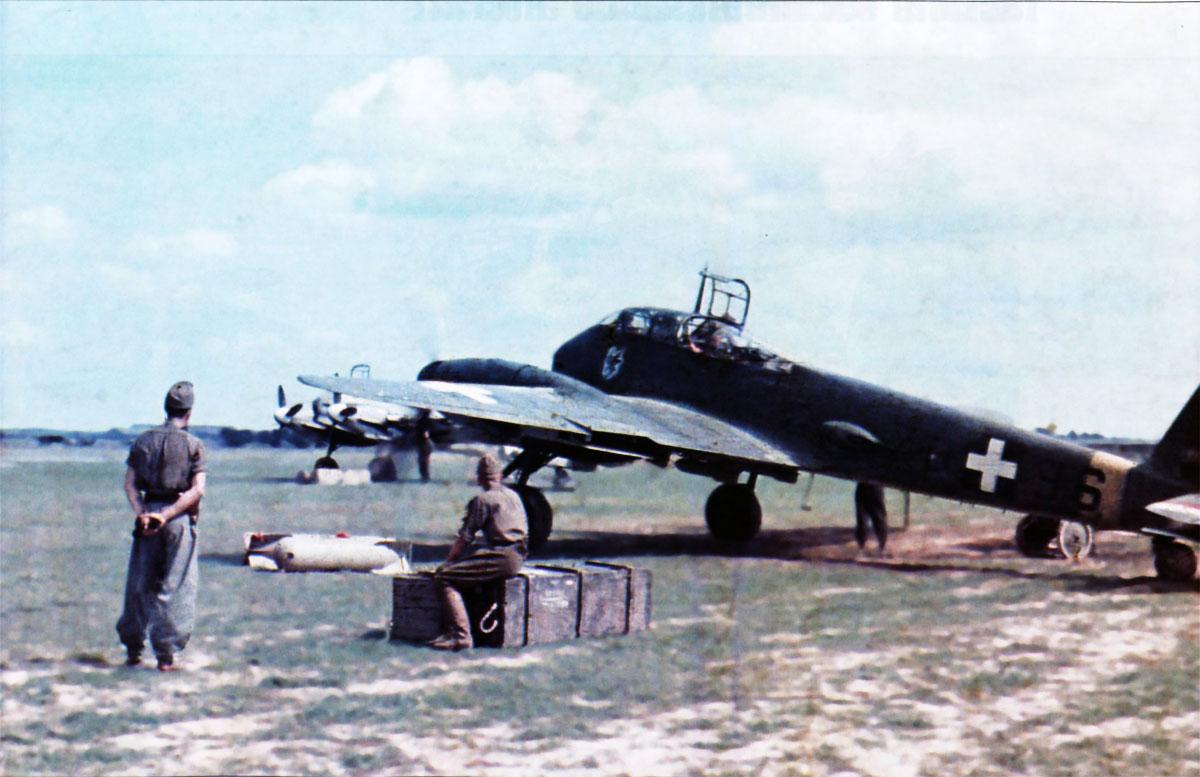 Messerschmitt Me 210C Hornisse RHAF 1.102 (Z0+36) Hungary 1944 01