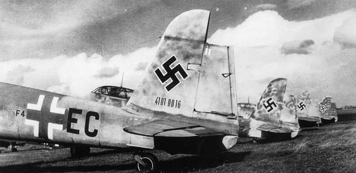 Messerschmitt Me 410A Hornet Seenotgruppe 80 (F4+EC) WNr 41010016 captured Sylt May 1945 01