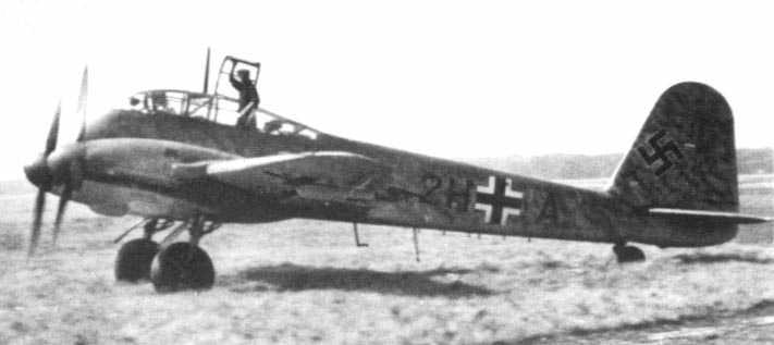 Messerschmitt Me 210A1 Hornisse Versuchsstaffel 210 (2H+IA) Holland 1942 01