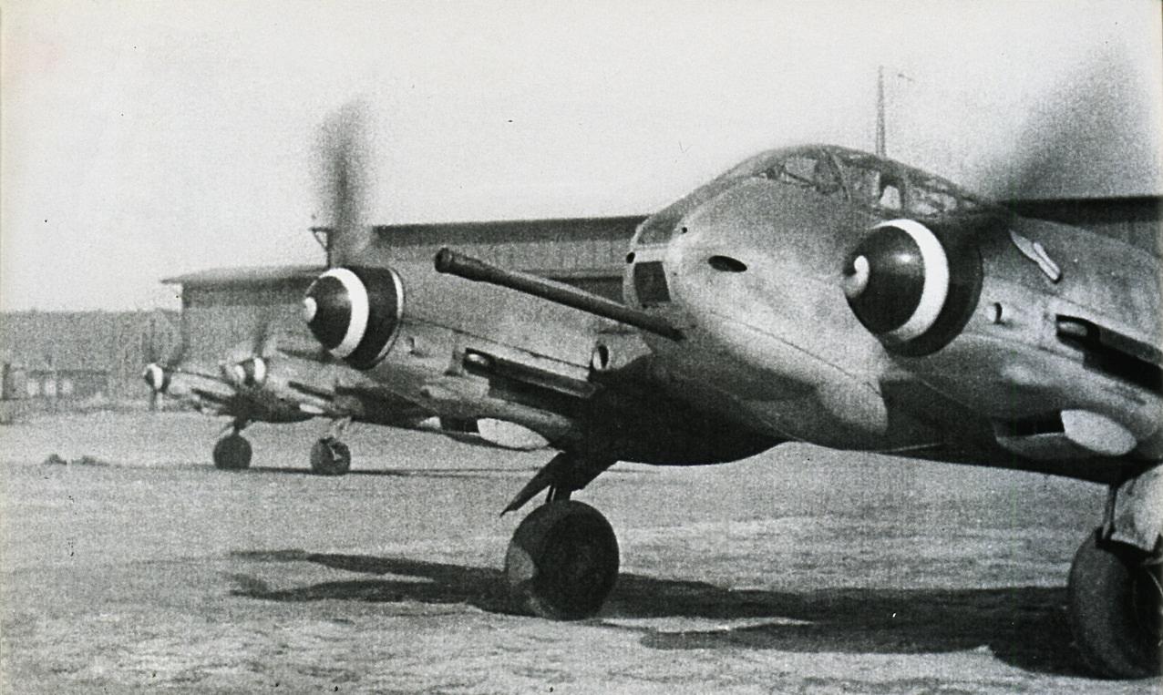 Messerschmitt Me 410B1U4 Hornisse 5.ZG26 during engine warm up Konigsberg Neumark 1944 01