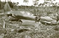 Asisbiz Mikoyan Gurevich MiG 3 Baltic Fleet Lt NM Estyen force landed sn 2171 after being hit by flak Utti Finland 12th July 1941 01