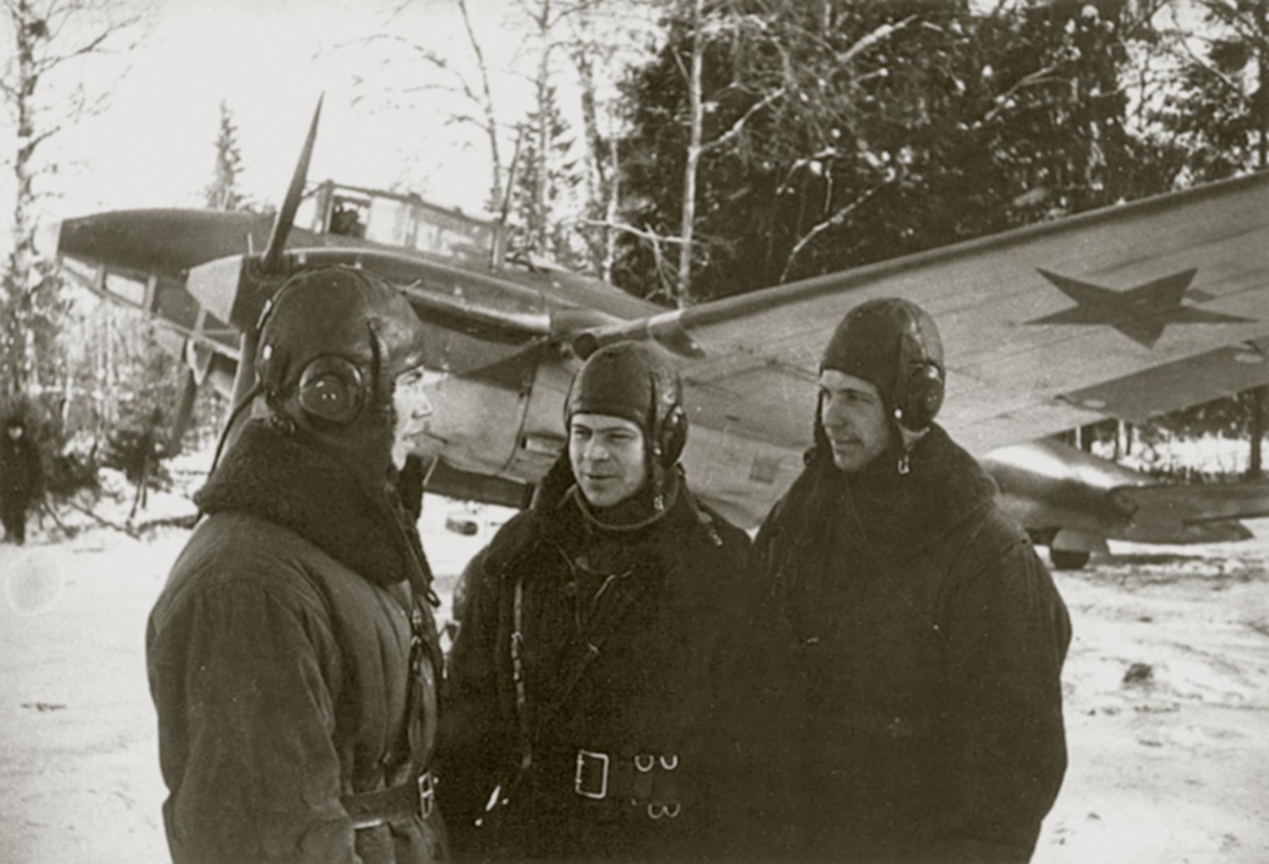 Aircrew Soviet 11ORAP Cmdr Lt P Shinkarev (center) 01