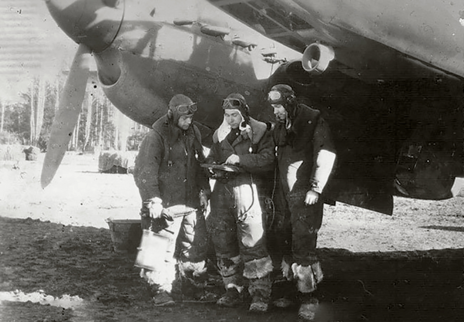 Aircrew Soviet 11ORAP with AI Moskalenko nav,AP Volko pilot and VG Glazkov radio in Feb 1945 01