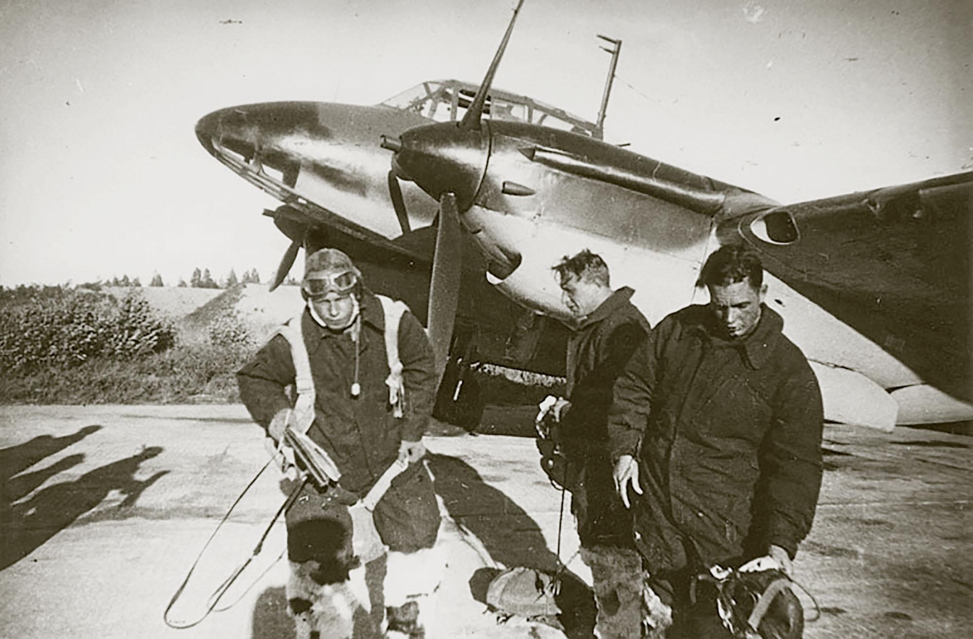 Aircrew Soviet 11ORAP with pilot Rakov 13th Aug 1944 01