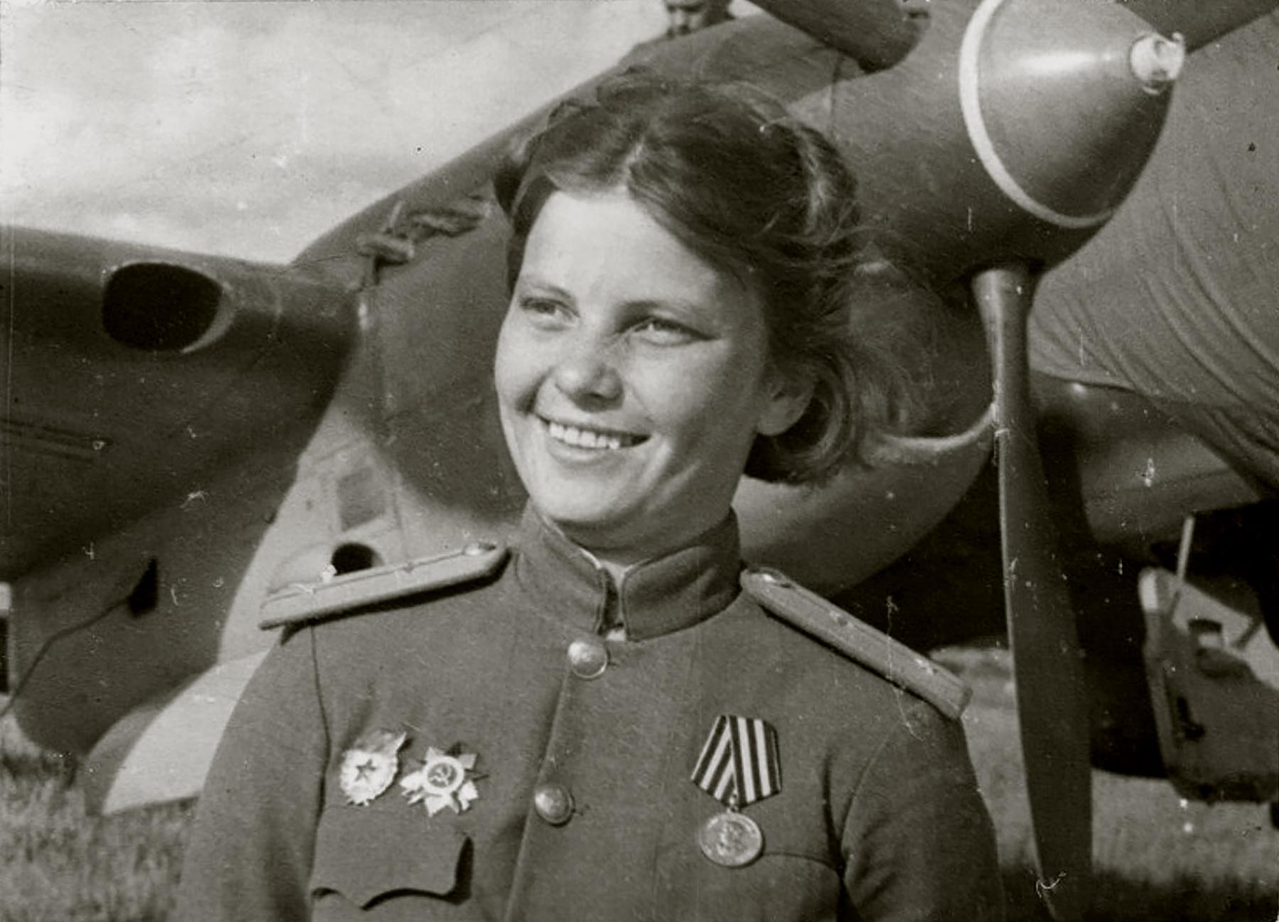 Aircrew Soviet 125GvBAP JnrLt Lyudmila Popova Jun 1945 01