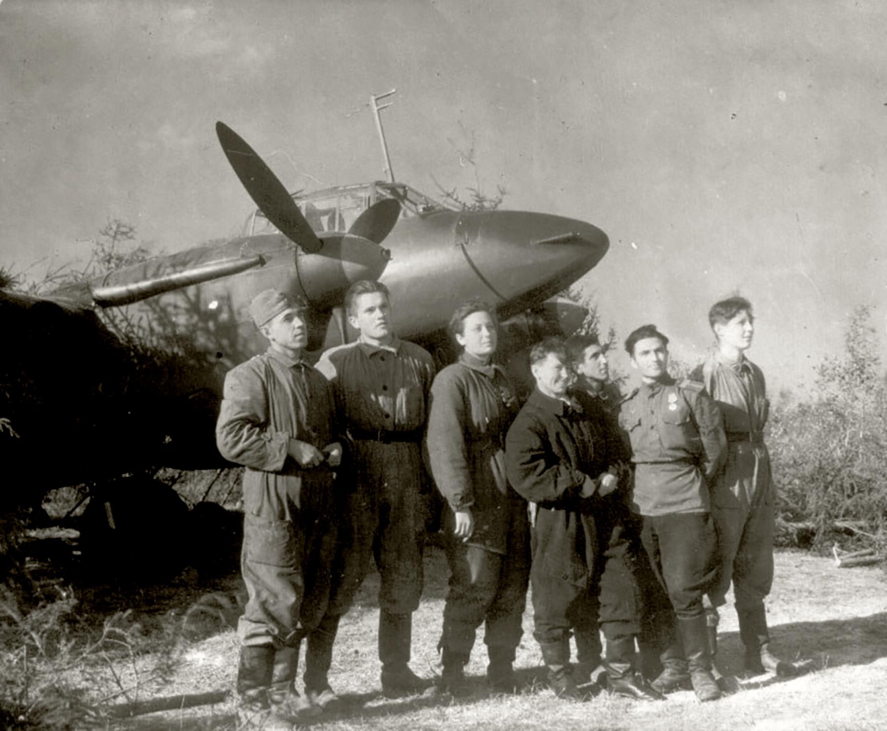 Aircrew Soviet 125GvBAP SgtMaj Maharram A Bagirov with the crew of Valentina Matyukhina and technicians 1944 01