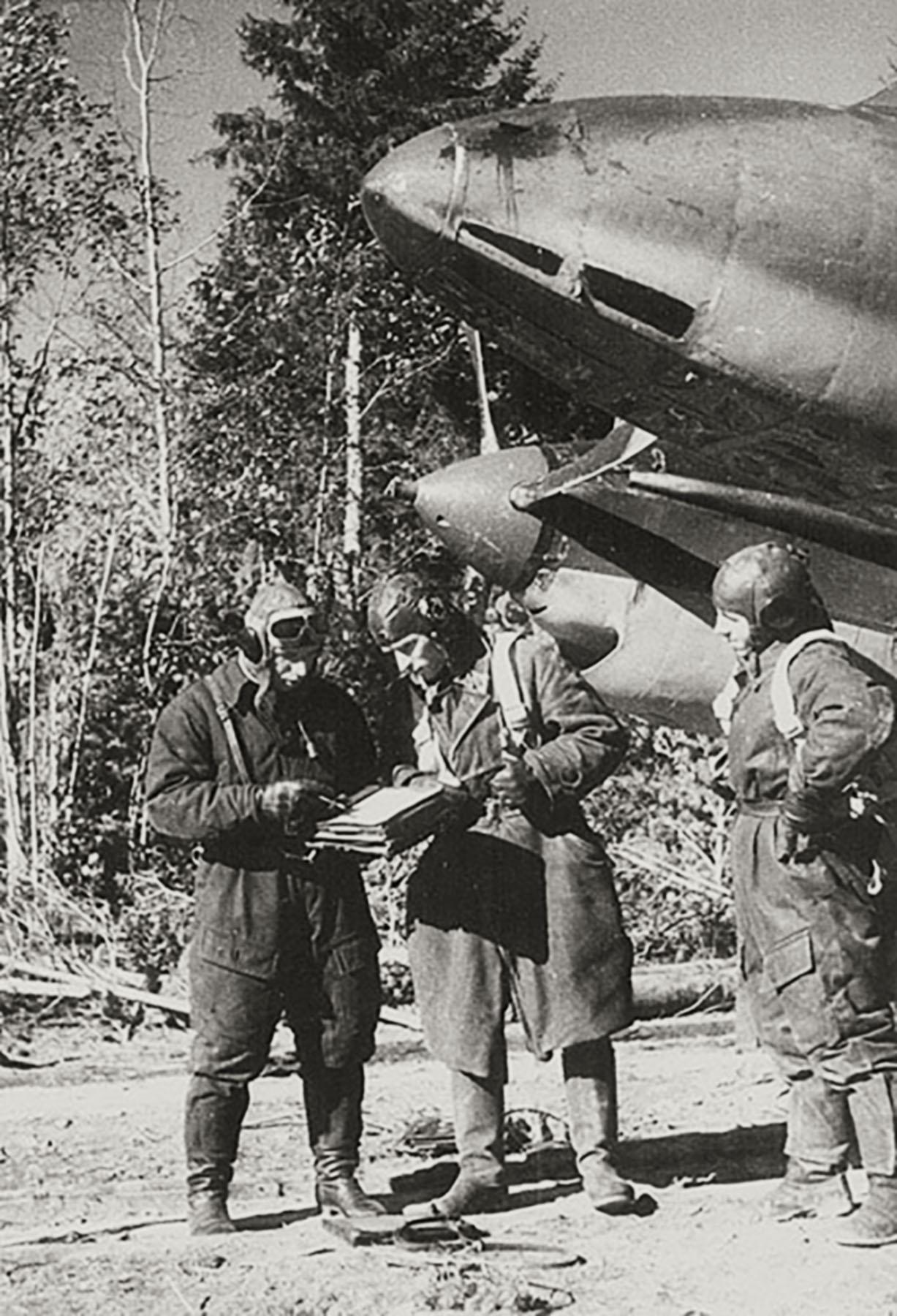 Aircrew Soviet 128GvBAP Hero of the Soviet Union SnrLt Mikhail Petrovich Mizinov 30th Sep 1943 01