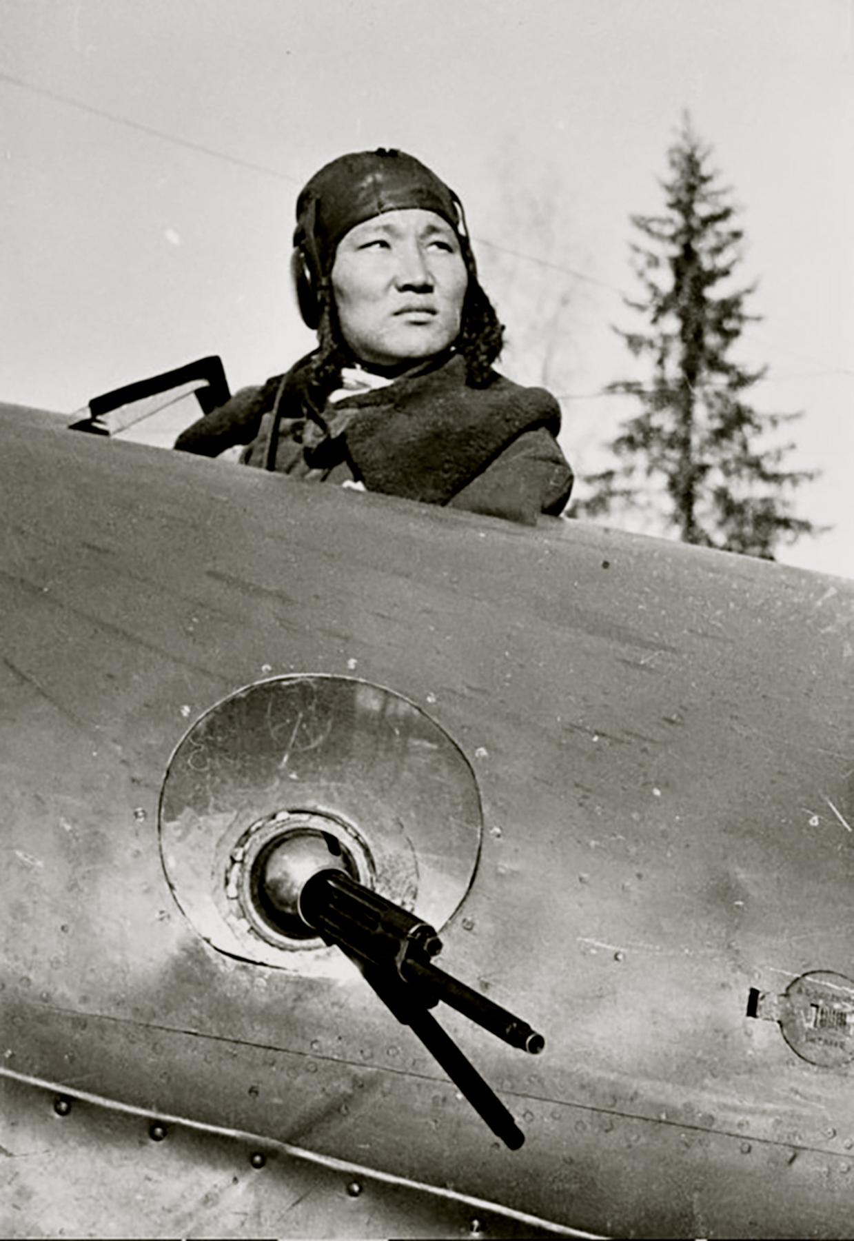 Aircrew Soviet 128SBAP with gunner radio operator Olzon Tapkhanaev (Olzan) Jan 1942 01