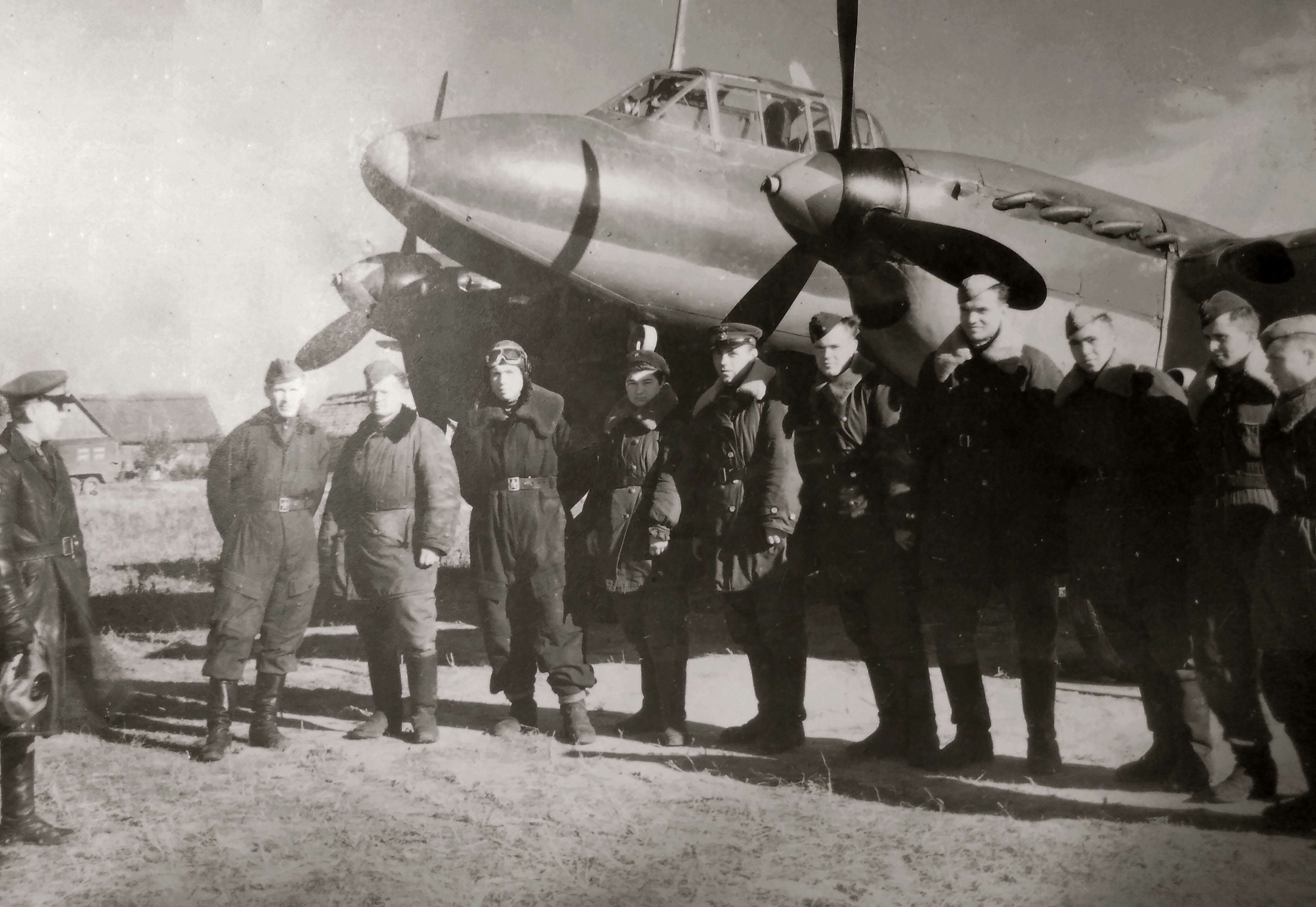 Aircrew Soviet 161GvBAP with Ivan Akipsimovich Maleev and colleagues 01