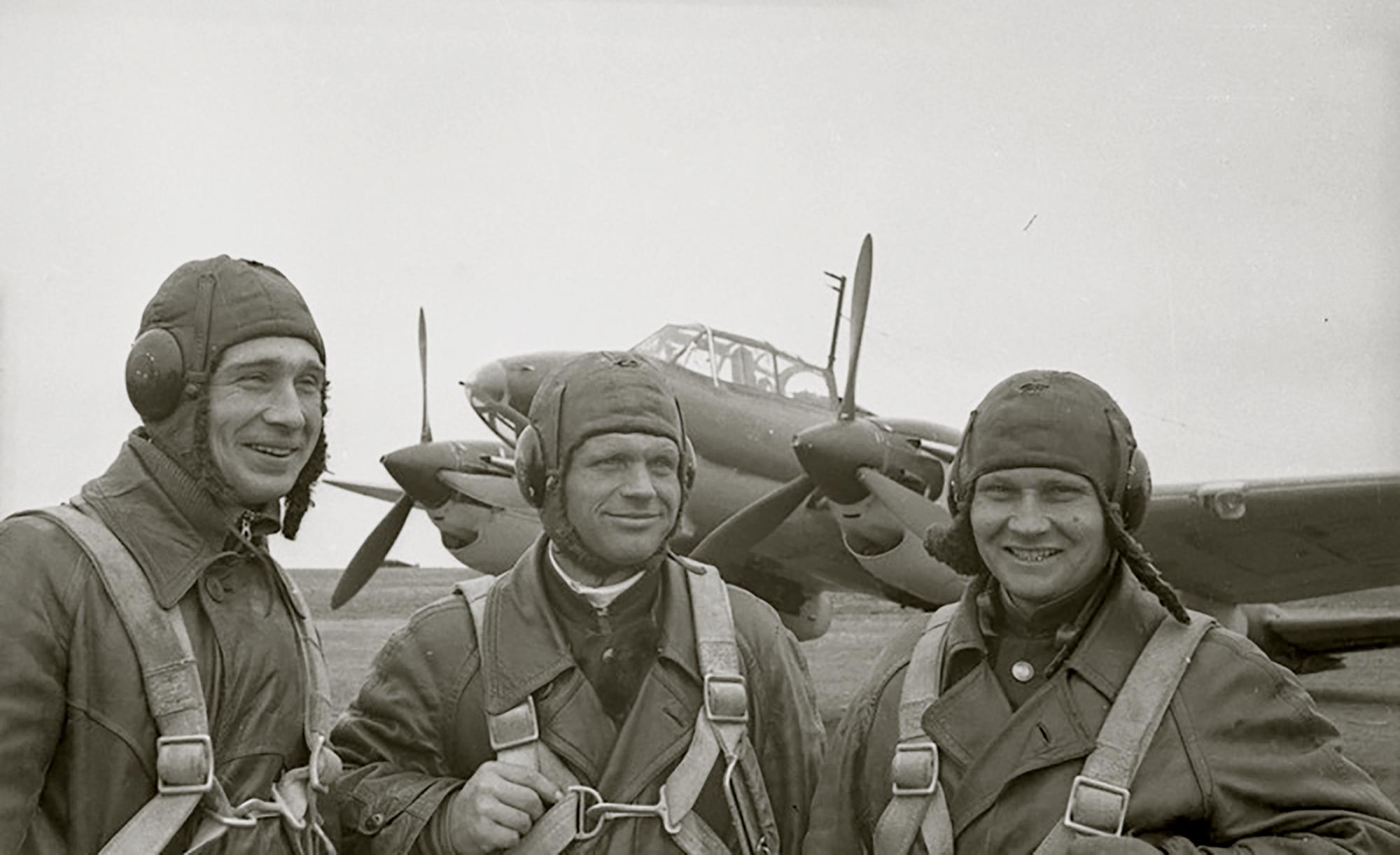 Aircrew Soviet 40GvBAP AA Nikolaev pilot,FI Shapovalov nav,VP Kopnichev radio 01