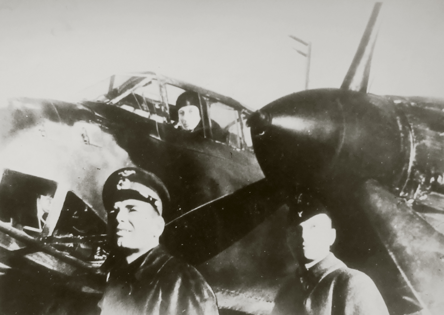 Aircrew Soviet 48GAPDr with group personnel 01